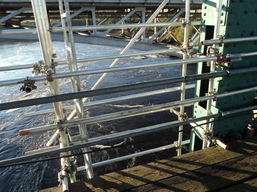 Suspended bridge scaffolding